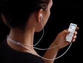 Sử dụng tai nghe không đúng cách sẽ dẫn đến những hiểm họa khôn lường