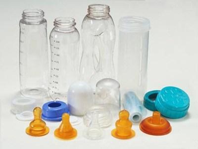 Chọn bình sữa cho bé bằng nhựa hay thủy tinh? Hiện nay trên thị trường có vô vàn loại bình sữa cho bé với chất liệu và kiểu dáng khác nhau, nhưng hai chất