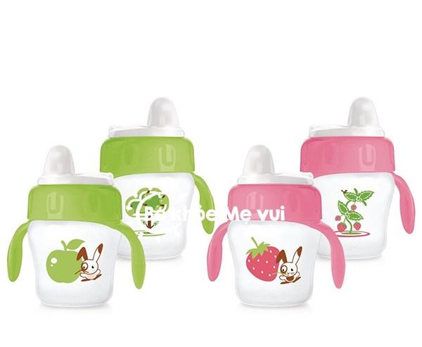 """Bình sữa giống như người bạn nhỏ của bé yêu. Chúng không chỉ đựng sữa mà còn có thể tạo hứng khởi cho bé """"ti"""" được nhiều sữa hơn. Vậy mẹ nên chọn bình sữa như"""