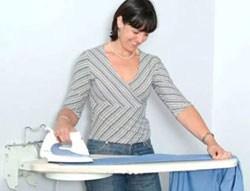 8 cách ủi quần áo đúng cách 1. Cách là quần áo đơn giản nhất Nếu trong điều kiện không có bàn là để là quần áo, ta có thể dùng ca đựng nước bằng sắt tráng men