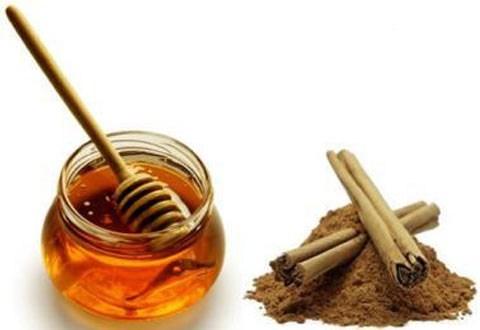 Trị mụn bằng bột quế và mật ong cho kết quả tuyệt vời