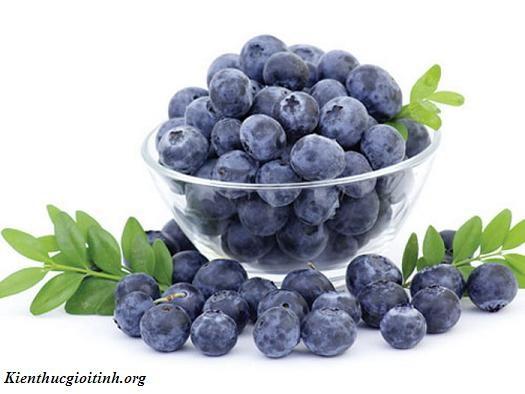 Thực phẩm giúp mẹ bầu sinh con thông minh Quả việt quất giúp mẹ bầu sinh con thông minh Với hàm lượng dinh dưỡng cao, nhiều vitamin, khoáng chất, axit béo