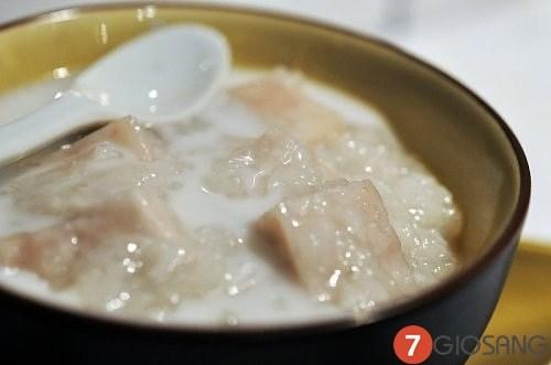 Học cách nấu chè khoai môncốt dừa ngon ngọt bùi hấp dẫn giải nhiệt ngày nóng. Nếu các bạn có dịp ăn qua món chè này đảm bảo sẽ không thể quên được vị ngon