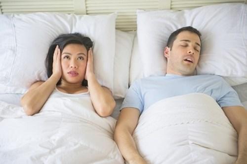 Mẹo chữa ngủ ngáy cực kì đơn giản mà hiệu quả