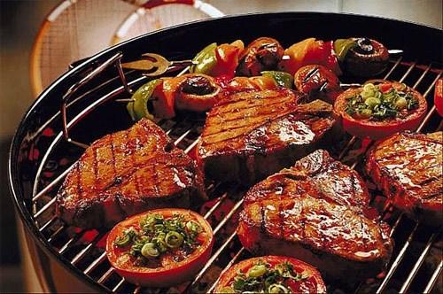 BBQ  BBQ Những người đã từng đến đất nước Úc đều không thể quên được những món ăn như BBQ với những miếng thịt nướng thơm giòn được nướng trong khung cảnh