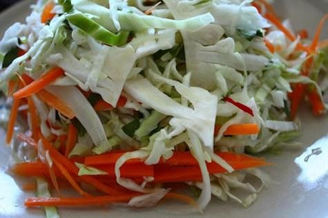 Ngoài cácmón ănđược chế biến từ bắp cải như bắp cải luộc, xào, làm súp... Bạn có thể chế biến bắp cải thành món dưa muối xổi. Đây là món ăn dân dã và được