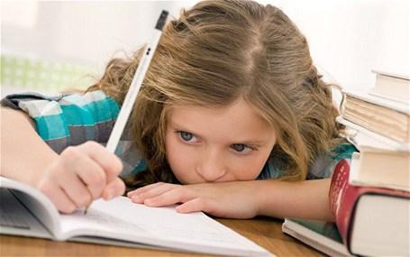 Rời bàn học Khi không cưỡng lại cơn buồn ngủ, bạn có thể rời bàn học, ra ngoài hít thở không khí trong lành, thở thật sâu sẽ giúp bạn lấy lại năng lượng cho