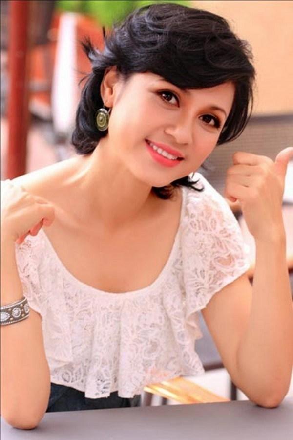 Việt Trinh là một trong những diễn viên nổi tiếng nhất của điện ảnh Việt vào những năm 90 nên là điều dễ hiểu khi cô được rất nhiều đại gia theo đuổi. Việt