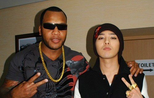 """Nghi án đạo nhạc của GDragon Năm 2009, """"anh chàng siêu quái"""" của BigBang ra mắt ca khúc solo """"Heartbreaker"""" và nhanh chóng bị báo chí """"chụp mũ"""" vì có giai"""