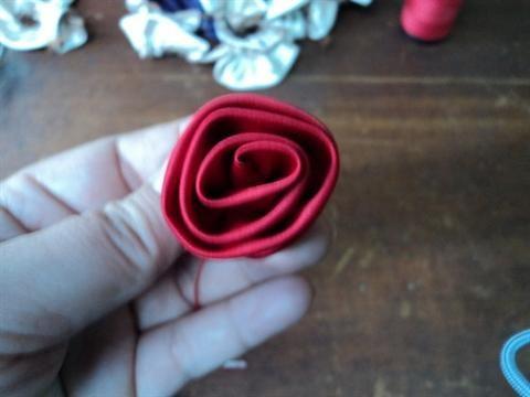 Làm hoa bằng giấy lụa
