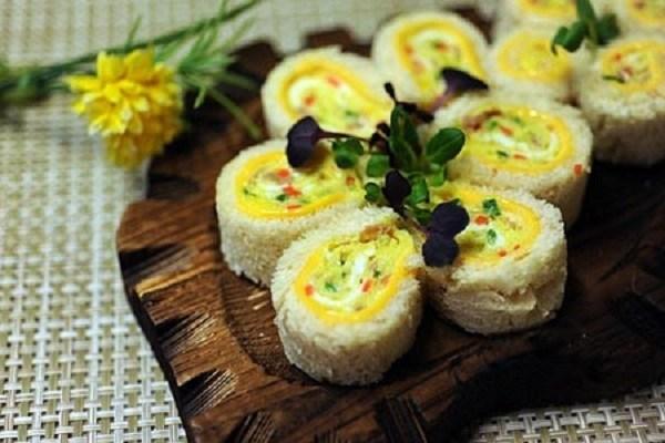 Cách làm sushi trứng cuộn ngon đúng vị