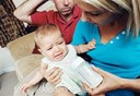 Làm gì khi bé không chịu bú bình