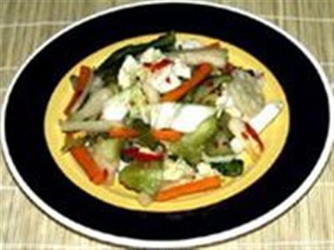 Dưa chua là món ăn bằng cách lên men các loại rau, củ, quả bằng các vi sinh vật có ích. Món dưa luôn làm cân bằng cảm giác trong bữa ăn, giúp mọi người