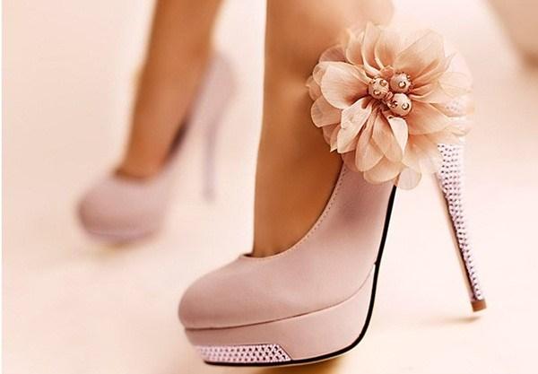 Cách đi giày cao gót