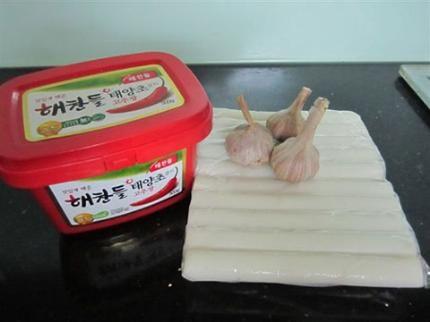 Cách làm bánh nếp xào ớt của người Hàn Quốc