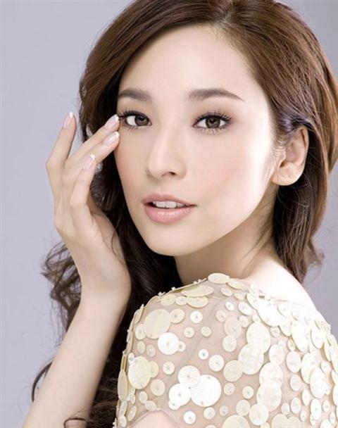 Những mĩ nhân Trung Quốc luôn nổi tiếng với làn da mịn màng trẻ trung, mái tóc bồng bềnh sang trọng và thân hình mảnh mai. Chúng ta hãy cùng tham khảo