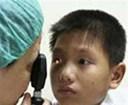 Trẻ sơ sinh bị đau mắt nên làm gì