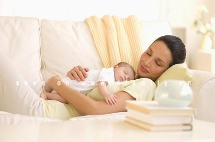 Có nên cho trẻ sơ sinh nằm điều hòa?