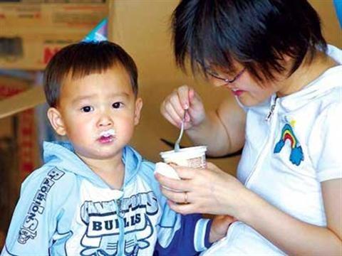 Khi nào nên cho trẻ ăn váng sữa