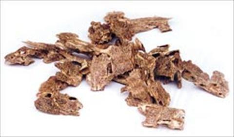 Trầm hương được Đông y coi là một vị thuốc rất quý. Trầm giúp bổ dương, bổ thận khí, chữa yếu sinh lý ở đàn ông, trợ tim, trị tiêu chảy, chống nôn...
