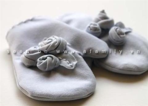 Làm găng tay cho bé yêu. Cách làm găng tay đơn giản, ấm áp cho bé yêu của bạn luôn khỏe mạnh trong mùa đông. Hướng dẫn cách làm găng tay đáng yêu cho bé