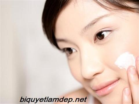 Theo thời gian cùng những tác động của môi trường da của bạn rất dễ bị mụn, nám, tàn nhang. Hãy biết sử dụng kem dưỡng trong việc chăm sóc da để hạn chế