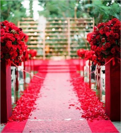 Trang trí sân khấu tiệc cưới bằng hoa tươi