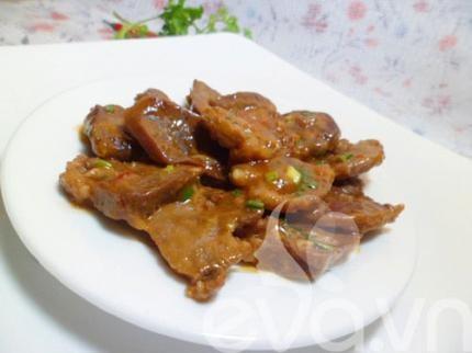 Lưỡi heo là phần rất ngon, được nhiều người ưa chuộng trong các phần thịt của heo. Vì thế, rất nhiều chị em lựa chọn nó để mua về chế biến. Món thông thường