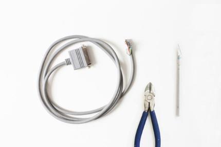 Làn vòng tay từ dây cáp điện cá tính. Bạn có bao giờ nghĩ những đoạn dây điện bỏ đi sẽ trở thành phụ kiện cá tính chưa? Hãy cùng thực hiện nhé! Chế vòng