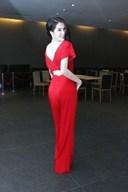 Những mẫu váy đẹp của Ngọc Trinh sang trọng và đẳng cấp