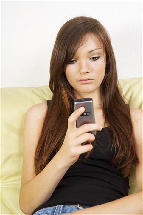 Sau khi chia tay có nên liên lạc với người yêu cũ không?