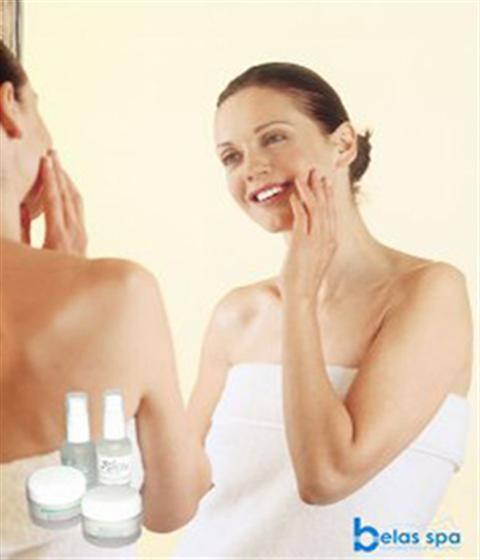 Điều trị sẹo và vết thâm sau mụn với kem trị sẹo Dermatix