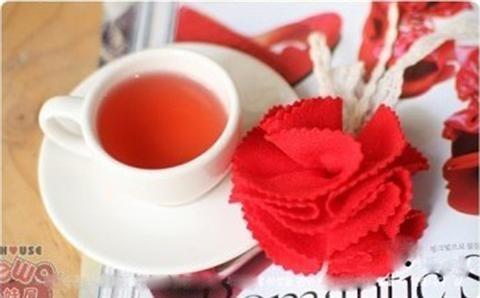 Hoa vải bao giờ cũng đậm đà chất handmade và rất bền màu. Hãy thử làm những giỏ hoa rực rỡ trang trí nhà cửa đẹp mắt nhé, chắc chắn mọi người sẽ phải trầm