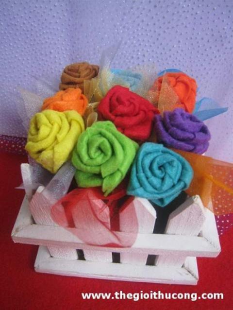 Cách lamg hoa hồng bằng vải nỉ cho những nàng cá tính tung tăng dao phố với chất liệu vải nỉ rất đơn giản. Hãy cùng khám phá đôi bàn tay khéo léo của bạn