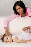 Em bé lười bú, nguyên nhân và cách khắc phục