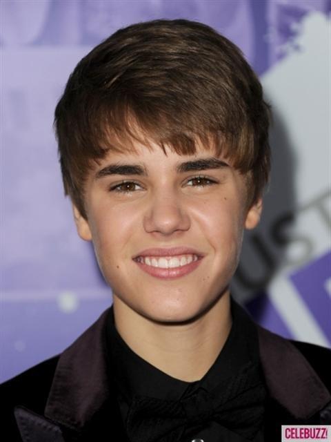 Selena Gomez và Miley Cyrus ai đẹp hơn?