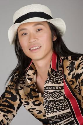 Diễn viên hài nổi tiếng Hoài Linh là người có tiếng là kín đáo trong việc tiết lộ hình ảnh gia đình mình. Cùng tham khảo những thông tin về gia đình của nghệ