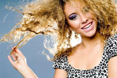 Cách chăm sóc tóc xơ rối cho bạn mái tóc suôm mềm.Tóc xơ rối là một trong những vấn đề về tóc thường gặp nhất đối với phái đẹp. Rất nhiều bạn gái phải hứng