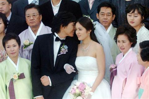 Han Ga In mặc váy cưới cực kì rạng rỡ và xinh đẹp