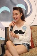 Style ăn mặc của Minh Hằng: trẻ trung, quyến rũ và cực gợi cảm