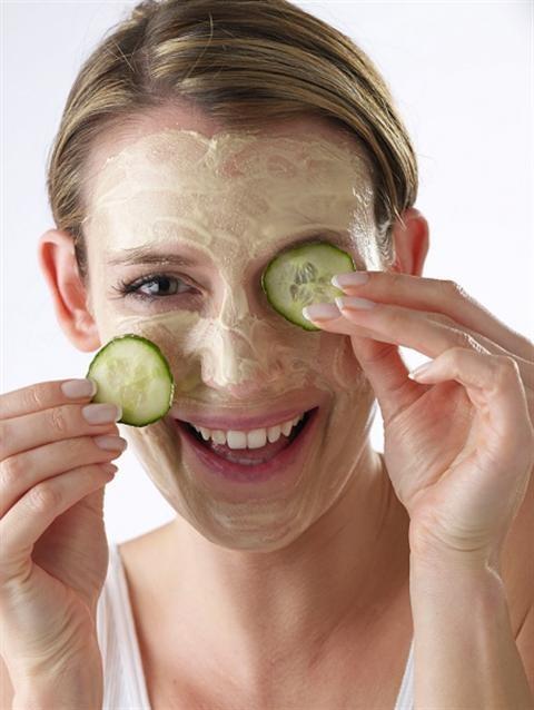 Chăm sóc da bằng trái cây tự nhiên vừa hiệu quả vừa tiết kiệm. Chúng ta cùng điểm lại những thức ăn làm đẹp da mặt nhé! NHỮNG THỰC PHẨM GIÚP LÀM ĐẸP