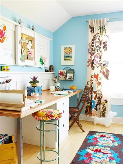 Một căn phòng sặc sỡ sắc màu nhưng vẫn giữ được những nét cá tính đặc trưng của chủ nhân. Chúng ta cùng trang trí phòng ngủ handmade cực độc đáo và sáng