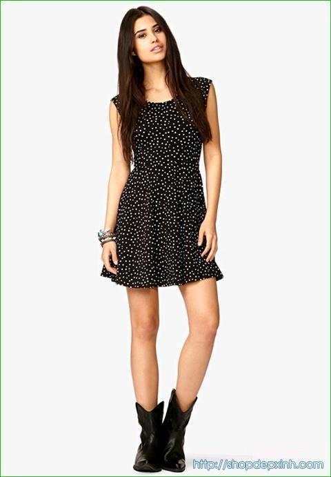 Mặc đẹp với váy chấm bi duyên dáng đón hè 2013. Cùng tham khảo những mẫu váy xinh yêu để bổ sung cho tủ đồ của bạn nhé. Một số mẫu chân váy chấm bi