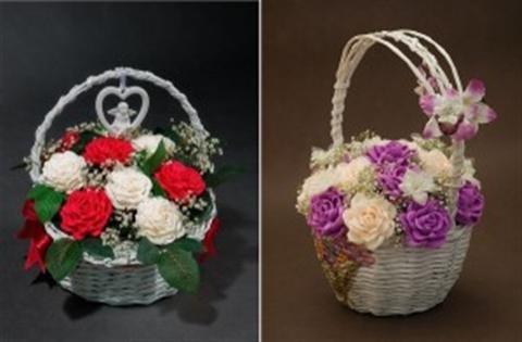 Làm hoa hồng bằng giấy nhún lãng mạn, độc đáo.Cùng tham khảo bí kíp để có những bình hoa trang trí nhà cửa thật ấn tượng nhé Mọi người ai cũng yêu hoa,