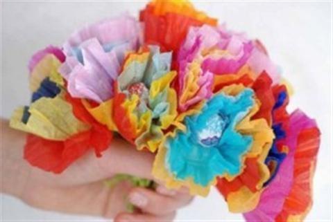 Cách làm bó hoa bằng kẹo mút làm quà tặng cực đáng yêu