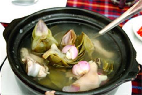 Cách chọn hoa atiso nấu canh bồi bổ sức khỏe cả nhà. Atiso là một loài thực vật mà người ta sử dụng phần đầu, phần thân (sẽ cho ra hoa nếu chúng ta cho