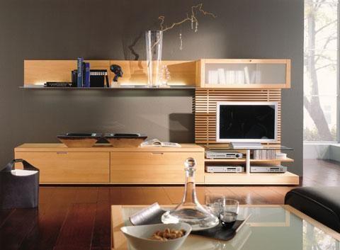 Cách trang trí kệ tivi hài hòa với không gian phòng khách. Đa phần chúng ta chỉ đơn giản đặt ti vi lên nóc tủ hoặc treo lên bức tường trống phía trước