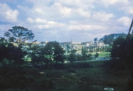 Những hinh ảnh đẹp của Đà Lạt xưa và nay làm nức lòng du khách. Không ồn ào, sầm uất như Sài Gòn, Đà lạt chọn riêng vẻ đẹp yên bình, mộng mơ khi về đêm mà