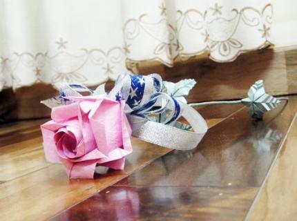 Cách gấp hoa hồng bằng giấy đẹp lung linh