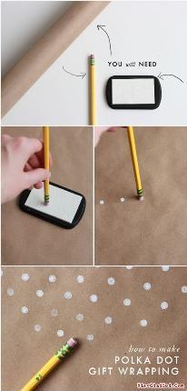 Cách gói quà bằng giấy đơn giản, cực xinh yêu. Khi không có giấy gói quà hình chấm bi, bạn cũng có thể tự tạo ra chúng bằng cách hết sức đơn giản.